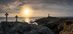 El faro del fin del mundo (pgonmay) Tags: ngc landscape faro sunset lighthouse coast galicia nikond7000 nikon tokina1224 panoramic panoramica spain atardecer