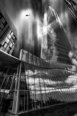 ... La arquitectura es el testigo insobornable de la historia, por que no se puede hablar de un gran edificio sin reconocer en él el testigo de una época, su cultura, su sociedad, sus intenciones... Octavio Paz ... (franma65) Tags: torreiberdrola bilbao euskadi paisvasco rascacielos cesarpelli