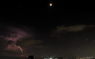 La Luna, Júpiter y Venus junto a actividad eléctrica ️