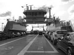 Ferry to Hönö in Lilla Varholmen 2018 (biketommy999) Tags: färja ferry västkusten sverige sweden biketommy biketommy999 2018 svartvitt blackandwhite havet sea lillavarholmen