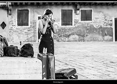 specchio delle mie brame....chi ha gli occhi più grandi del reame? (magicoda) Tags: italia italy magicoda foto fotografia venezia venice veneto biancoenero blackandwhite bw bn persone people blackwhitephotos maggidavide davidemaggi voyeur white curioso see vedere candid streetphotografy street turiste turista tourist turisti tourists vpl seethru nothong nopanty nero black realtà reality real santacroce coppia couple donna woman upskirt legs nobarefoot wife uomo man 2017 maddalena trucco makeup model modella eyes occhi brunette nikon dslr d300 reflex 20190512