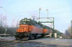 MILW GP40 2000 (Chuck Zeiler) Tags: milw milwaukeeroad cmstpp gp40 2000 railroad emd locomotive niles train chuckzeiler chz