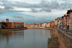 Pisa / Ponte di Mezzo / Lungarno Mediceo (Pantchoa) Tags: pise italie toscane arno fleuve nuages ciel eau quai pont pontedimezzo lungarnomediceo lungarno rive maisons ville tour réverbère