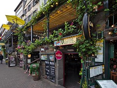 City Life (diarnst) Tags: strasse street lokale pubs wein wine