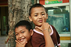 handsome boys (the foreign photographer - ฝรั่งถ่) Tags: two handsome boys tree khlong thanon portraits bangkhen bangkok thailand canon