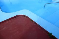 Dead man's curve is no place to play (Robert Saucier) Tags: capecod yorkbeach massachusetts bleu blue piscine swimmingpool reflet reflection img4143 jananddean deadmanscurve orange