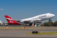 VH-OJS QANTAS Boeing 747-438 34L Sydney Airport SYD/YSSY 19/9/2018 (TonyJ86) Tags: vhojs qantas qantasairways qfqfa boeing b744 747 747400 747438 jumbo jumbojet widebody quadjet aircraft aviation airliner airplane aeroplane plane passenger jet jetliner jetaircraft jetplane passengerplane passengerjet departure takeoff rotate flight fly airport syd yssy sydneyairport sydneykingsfordsmith sydney nsw newsouthwales australia planespotting avporn aviationporn avgeek travel nikon d750 nikond750 vehicle outdoor aviationphotography tamronsp150600mmf563divcusdg2 tamron domestic airtravel flyingkangaroo