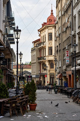 Aug 19, 2018 (pavelkhurlapov) Tags: building architecture lamppost chair trash pegions morning perspective cityscape walkway person bars wires