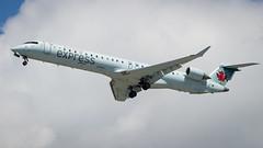 Bombardier CRJ-705 C-FUJZ Air Canada Express (William Musculus) Tags: vancouver international airport spotting yvr cyvr richmond britishcolumbia canada ca bombardier crj705 cfujz air express cl6002d15 crj900 ac aca qk jza william musculus