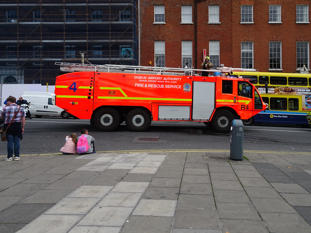 DUBLIN AIRPORT RESCUE 4 FIRE ENGINE [BUILT BY SIDES]-143537