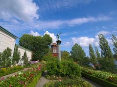 P8251424 (Asansvarld) Tags: valdernarsudde prinseugensvaldermarsudde djurgården stockholm sweden sverige sommar summer mill kvarn milles carlmilles statue staty himmel sky clouds moln