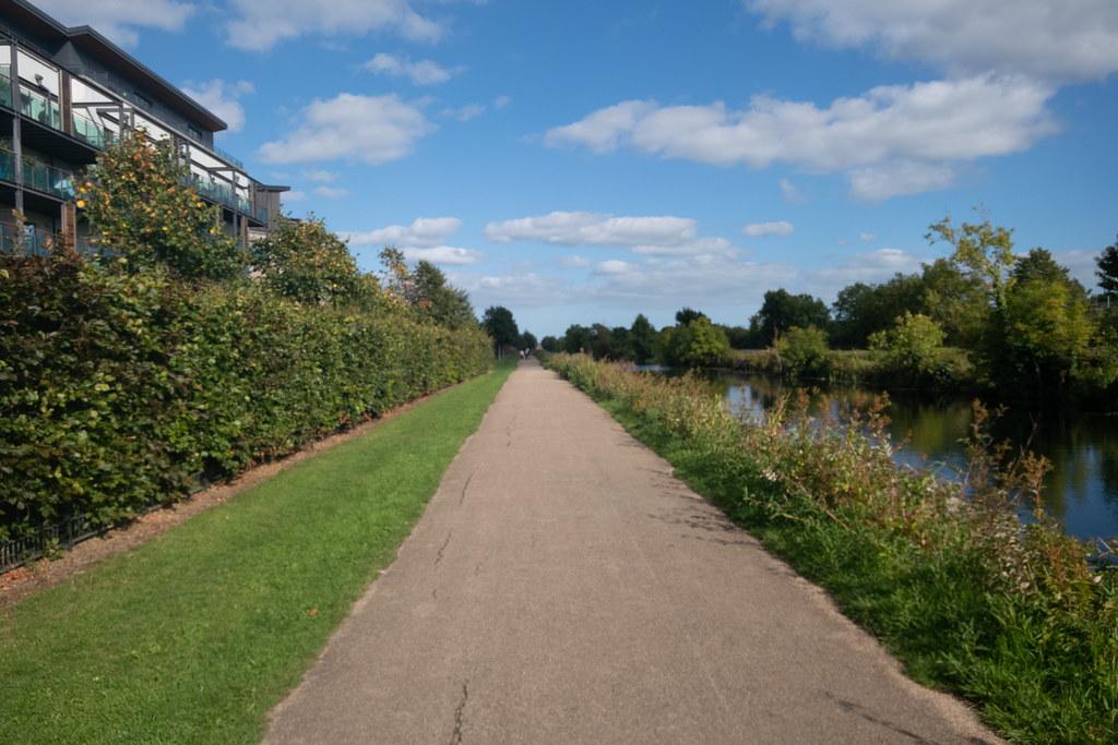 A WALK ALONG THE ROYAL CANAL [THE CRESCENT PARK AREA NEAR ASHTOWN]-143995