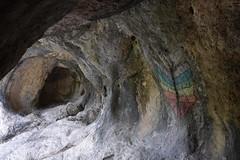 DSC_0675 (griecocathy) Tags: grotte intérieur roche dessin papillons craie voute gris beige