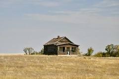 _DSC2321 (barrypphotos) Tags: abandoned farmhouse saskatchewan outside rural prairie