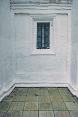 Окно / Window (Yuri Balanov) Tags: window colorfull color tile grass walls pentaxda18135mm pentaxk5iis pentaxricoh pentaxrussia pentax russia autumn architecture