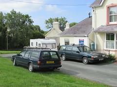 Seeing Double. (Andrew 2.8i) Tags: car cars classic classics carspotting street spot spotting swedish european estate stationwagon 960 900 940se 900series se 940 volvo