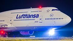 "Lufthansa Boeing B747-8 D-ABYN ""Niedersachsen"" Bangalore (BLR/VOBL) (Aiel) Tags: lufthansa boeing b747 b7478 b7478i dabyn niedersachsen bangalore bengaluru canon60d canon24105f4lis night beacon"