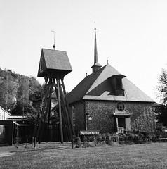 Nylöse kyrka (rotabaga) Tags: sverige sweden svartvitt göteborg gothenburg gamlestaden nylöse blackandwhite bw bwfp lomo lomography lubitel166 twinlens fomapan fomadon r09 diy mellanformat mediumformat 120 6x6