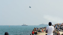 Watching the show (Josh Thompson) Tags: 70300mmf4556gvr f16 airforcethunderbirds chicagoairandwatershow d7000 navypier lightroom5