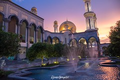 Golden Sunset (DjemoGraphic) Tags: arabiannights agrabah brunei bruneidarussalam kingdomofunexpectedtreasures beautiful sunset mosque jameasri jameasrihassanalbolkiah borneo tropical 1001nacht fountain water colorful picturesque