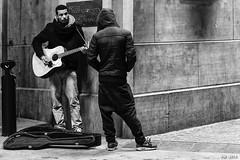 street musician (P. Marione) Tags: black noir zwart schwarz negro white blanc wit weiss blanco blackandwhite noiretblanc zwartenwit monochrome bw nb zw mono blackwhite noirblanc zwartwit bandw netb zenw schwarzweiss negroblanco streetscene scene streetpix street rue straat strase calle citylife city urban ville musicien musician musicienderue musique music pm marione nikon d810 raw