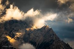 Dolomites 2018 - Sunset (cesbai1) Tags: coucher de soleil sunset cortina dampezo dolomites italie italy italia gold or doré mountain cloudy cloud