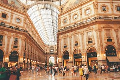 gallery. (Nicole Favero 游婉情) Tags: verde milan love amazing mine cute cool street photography architecture people famous place capital italy forever follow me nicolefavero nicky nikon nikond5000 camera reflex galleria vittorioemanuele duomo milano open air streetphotography applestore famousplace orange tram atm transport city