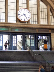 Leipzig station - steps and clock (TeaMeister) Tags: europe train rail seat61 interrail germany leipzig deutschebahn railwaystation bach eastgermany ddr europeanunion eu brexit goethe faust architecture