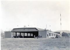 Anglų lietuvių žodynas. Žodis airfield reiškia n aerodromas lietuviškai.