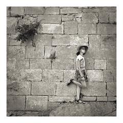 W le vacanze!!! (Enrico Piolo) Tags: bianconero mura pietra antiche francia cespuglio