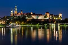 Wawel Castle in Kraków (Jarosław Rospond) Tags: red wawel kraków cracow poland castle zamek wisła vistula night