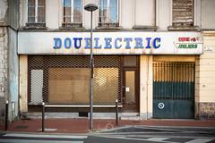 Disjoncté | Mortification urbaine LV (CrËOS Photographie) Tags: douai commerce abandonné rue ville urbain façade