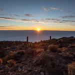 Lever de soleil sur le Salar de Uyuni thumbnail