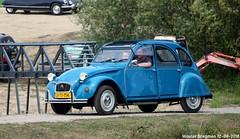 Citroën 2CV 1985 (XBXG) Tags: lv71th citroën 2cv 1985 citroën2cv 2pk eend geit deuche deudeuche 2cv6 blue bleu 99 jaar 99jaarcitroën eiland van maurik 2018 buren betuwe gelderland nederland holland netherlands paysbas vintage old classic french car auto automobile voiture ancienne française vehicle outdoor youngtimer