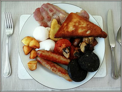 The last Breakfast..... (Jason 87030) Tags: toast fried fry bread eggs poached hashbrown sausages bangers pop bang plate breakfast bedandbreakfast holiday food yummy grub scoff bacpn mushroom grill tomato grilled cooked english full set served serving important day meal start beginning last isleofwight knife fork huawei shot ate eat break fat blackpudding calories