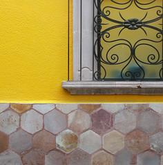 corner window (msdonnalee) Tags: window ventana fenster finestra janela fenêtre sanmigueldeallende mexico mexique mexiko windowgrill ironwork