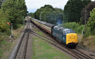Deltic 55019 ROYAL HIGHLAND FUSILIER arriving at Quorn & Woodhouse, Great Central Railway