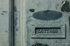 Rue du Président Wilson, Mirande (Ivan van Nek) Tags: mirande gers france rueduprésidentwilson detail brievenbus boîteauxlettres letterbox mailbox nikon nikond7200 d7200 occitanie midipyrénées 32 peeling paint details