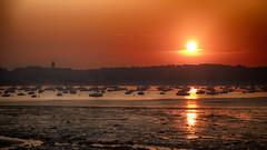 Toute la beauté du monde en un seul instant... (Fred&rique) Tags: lumixfz1000 dinard saintmalo rade bateaux eau soleil aube lever marée sable basse reflet ciel orange