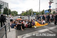 Rudolf-Heß-Gedenkmarsch 2018: Mord verjährt nicht! Gebt die Akten frei! Recht statt Rache  und Gegenprotest: Keine Verehrung von Nazi-Verbrechern! NS-Verherrlichung stoppen! – 18.08.2018 – Berlin –IMG_6302 (PM Cheung) Tags: rudolfhessmarsch wwwpmcheungcom berlin mordverjährtnichtgebtdieaktenfreirechtstattrache neonazis demonstration berlinspandau spandau friedrichshain hesmarsch rudolfhes 2018 antinaziproteste naziaufmarsch gegendemonstration 18082018 blockade npd lichtenberg polizei platzdervereintennationen polizeieinsatz pomengcheung antifabündnis rechtsextremisten protest auseinandersetzungen blockaden pmcheung mengcheungpo pmcheungphotography linksradikale aufmarsch rassismus facebookcompmcheungphotography keineverehrungvonnaziverbrechernnsverherrlichungstoppen antifaschisten mordverjährtnicht rudolfhesmarsch sitzblockaden kriegsverbrechergefängnisspandau nsdap nskriegsverbrecher geschichtsrevisionismus nsverherrlichungstoppen hitlerstellvertreterrudolfhes 17august1987 rathausspandau ichbereuenichts b1808 festderdemokratie verantwortungfürdievergangenheitübernehmen–fürgegenwartundzukunft rudolfhessmarsch2018 rudolfhesgedenkmarsch rudolfhesgedenkmarsch2018