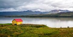 Egilsstadir, Islande (yvon.kerdavid) Tags: lac islande egilsstadir paysage maison eau reflets montagne
