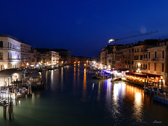 The Rialto boat stop (lamnn92) Tags: venice venezia rialto bridge grandcanal water bluehour skyline waterfront buildings architecture boats restaurants travel longexposure nightphotography fz1000