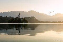Bled, Slovenia (www.fromentinjulien.com) Tags: fromus75 fromus fromentinjulien fromentin flickr view exposure shot hdr dri manual blending digital raw photography photo art photoshop lightroom photomatix french francais light traitements effets effects world europe slovenie slovenia bled colocación history 2018 photographe photographer eos canon 5d 5d4 markiv fullframe full frame ff 2470mm 2470 canonef2470mmf28lii canon2470mf28 travel cityscape poselongue longexposure nature lac lake water sunrise morning island quiet church radovljica canard hotairballoon