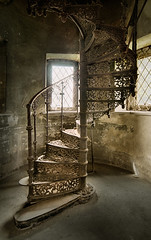 fairytale castle (3) (david_drei) Tags: decay abandoned märchenschloss lostplace derelictbuildings verlassen verfallen treppe romanisch romantik kategorie1