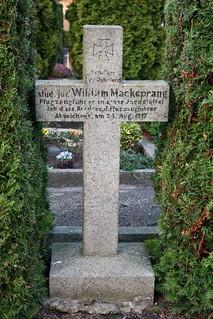 Fehmarn: Grabkreuz auf dem Friedhof in Burg auf Fehmarn