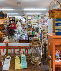 antique-6345 (FarFlungTravels) Tags: activities antique shopping things hockinghills logan mall ohio tourism 2018