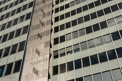 Fassade Dreischeibenhaus (ARTUS8) Tags: pattern fassade flickr lookingup muster nikon28300mmf3556 linien modernearchitektur nikond800 fenster architektur geometrisch