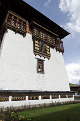 Tashichho Dzong Utse (William J H Leonard) Tags: thimphu bhutan bhutanese southasia southasian summer sunny travel travelphotography travelling tashichhodzong buddhist buddhism buddhisttemple architecture asianarchitecture wall building