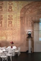 Hochzeitsfeier (genelabo) Tags: grosbild grossbild projektion projection bigscreen pani crushedeyes media hochzeit hochzeitsfeier hdk hausderkunst münchen munich magic medientechnik dia analog slide bp2 5 wedding indian indien indisch