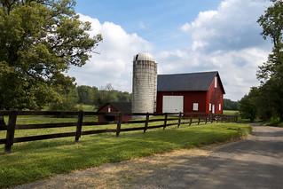 loudoun backroad with barn